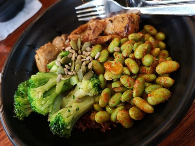 Brown Rice, Cajun Chicken, Garlic Butter Broccoli, Spicy Soybeans, Truffle Vinaigrette, Mixed Seeds