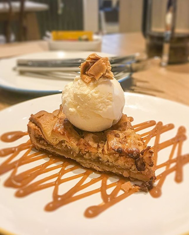[🇮🇩] 🍎APPLE PIE🥧 at KITCHENETTE  Apple crumbles/ apple pies are one of my favorite dessert.