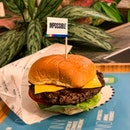 🍔 IMPOSSIBLE BURGER 🍔 , an @omakase.burger x @impossible_foods collaboration, a meatless burger  I go vegetarian quite often and have been very curious about IMPOSSIBLE(tm)  So IMPOSSIBLE meat is derived from soybean proteins and some other stuffs that goes under bio-chem process and voila, you have a vegetarian (or perhaps vegan?) 'meat' Gotta admit, this IMPOSSIBLE meat patty does taste very similar to minced meat patty.