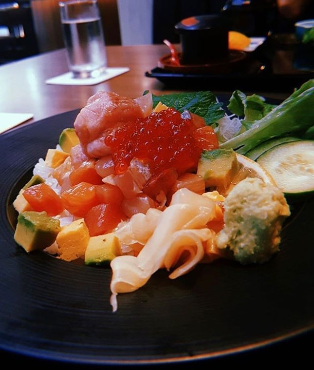 Sumiya (Suntec City) - a modern Japanese charcoal grill and airflown seafood restaurant.