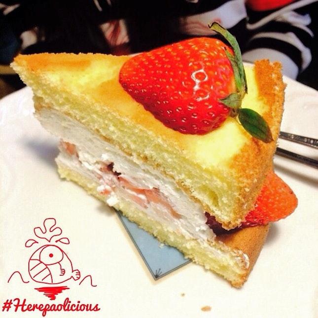 A Thousand Pic 😳 🍰 Strawberry Sponge Cake 📍 Mr.