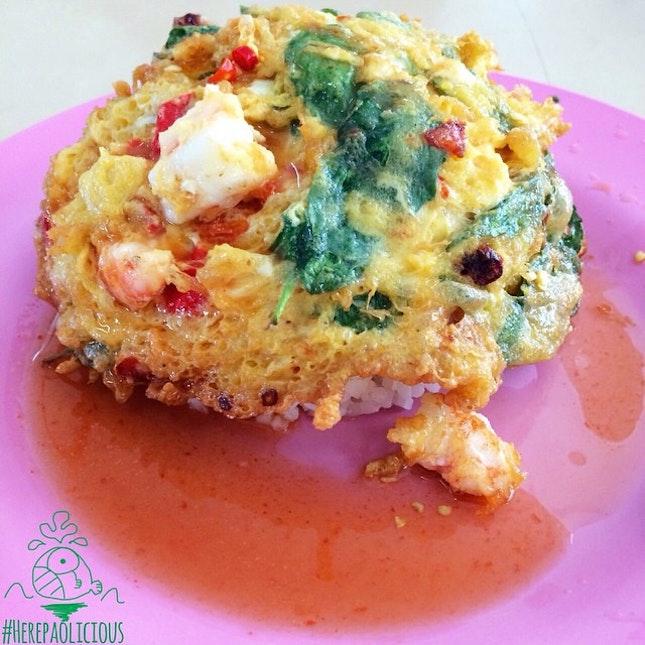 ไข่เจียวกระเพรากุ้งราดข้าว (Fried Shrimp w/ Basil Leaves Omelet on Rice) 📍 โรงอาหารกลาง ธรรมศาสตร์ ท่าพระจันทร์ 💸 Price: 30 ฿ 👍 #herepaolicious Rates: 🐽🐽🐽🐽 #⃣ Share ur Delicious Tag #liciouswithhere 🆔 Follow us on Twitter/Tumblr/Burpple: Herepaolicious 🔸🔸🔸🔸🔸🔸🔸🔸🔸🔸🔸🔸🔸🔸🔸