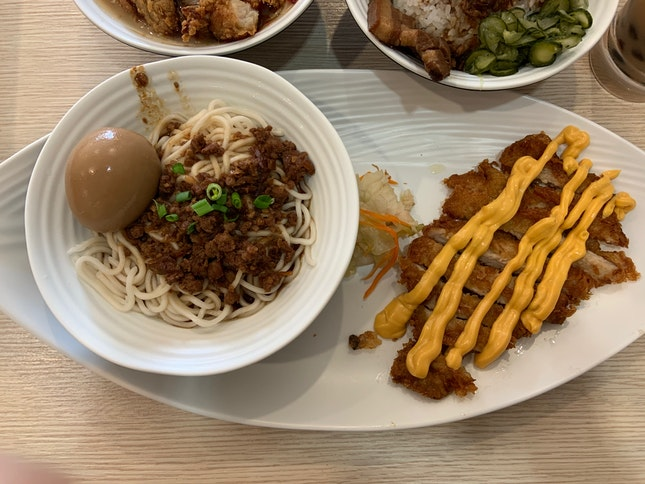 香酥豬排麵 Deep Fried Pork Chop with Minced Pork Noodles ($8.80)