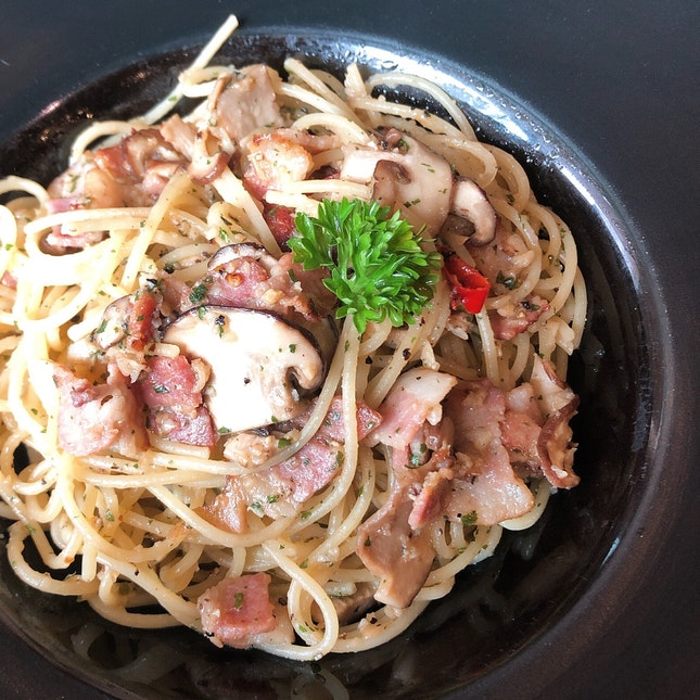 Bacon & Mushroom Aglio Olio ($12.90)