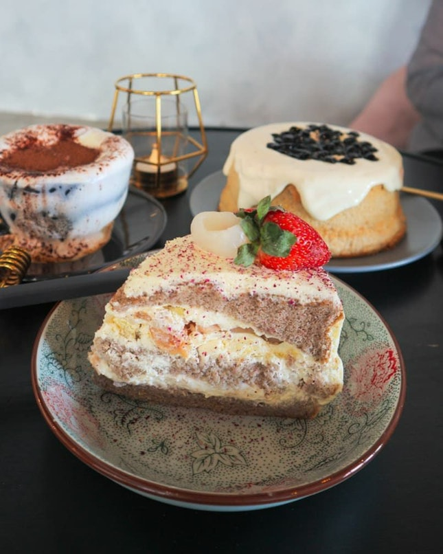 Lychee And Strawberry Cake