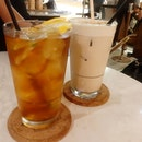 Iced citrus rooibos tea (w torched lemon slices) & iced chai latte 😉 ⠀⠀⠀⠀⠀⠀⠀⠀⠀⠀⠀⠀ ⠀⠀⠀⠀⠀⠀⠀⠀⠀⠀⠀⠀ ⠀⠀⠀⠀⠀⠀⠀⠀⠀⠀⠀⠀ ⠀⠀⠀⠀⠀⠀⠀⠀⠀⠀⠀⠀ ⠀⠀⠀⠀⠀⠀⠀⠀⠀⠀⠀⠀ ⠀⠀⠀⠀⠀⠀⠀⠀⠀⠀⠀⠀ #serinzsips #thecoffeeacademics #thecoffeeacademicssg #throwback #citrusrooibos #rooibostea #chailatte #foodstagram #ineedthisnow #burpple