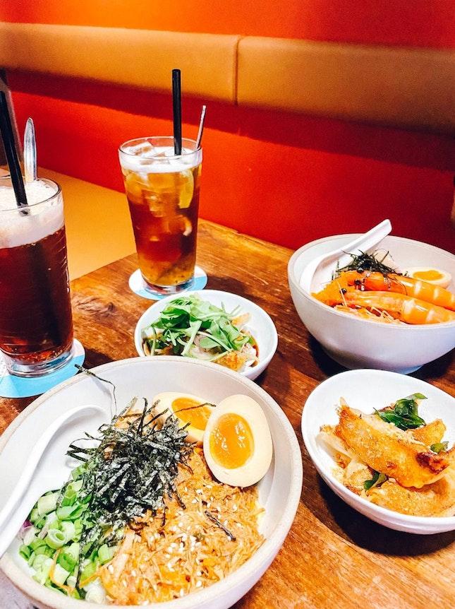yummy dumplings & fresh prawns!! 🥟🍤