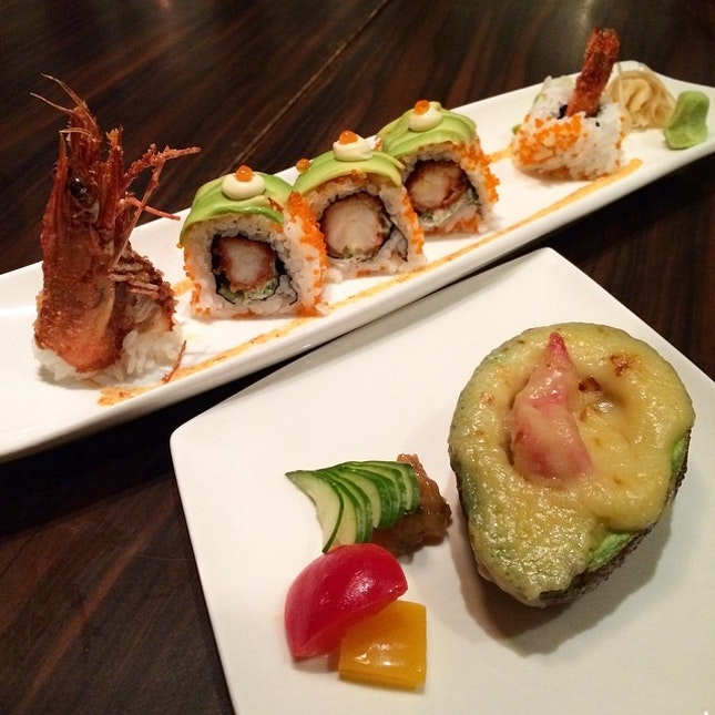 Grilled #avocado with #cheese #miso & Dragon roll - #prawn #maki 😋  #oripicnofilter