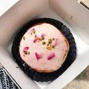 Beautiful lil doughnut 💓 Rose Pistachio flavour.