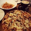 Spicy Crabmeat Pasta & Truffle Portobello Mushroom Pizza