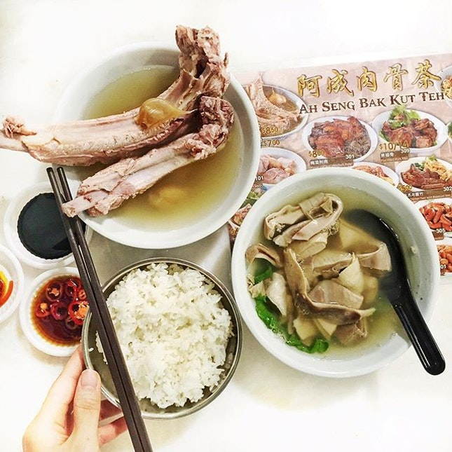 Into the mood for bak kut teh ( a very popular Chinese soup!) and peppery pig stomach soup.