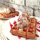 Waffles and ice cream date with @post_eatz.😁 Waffles here is not really my type.