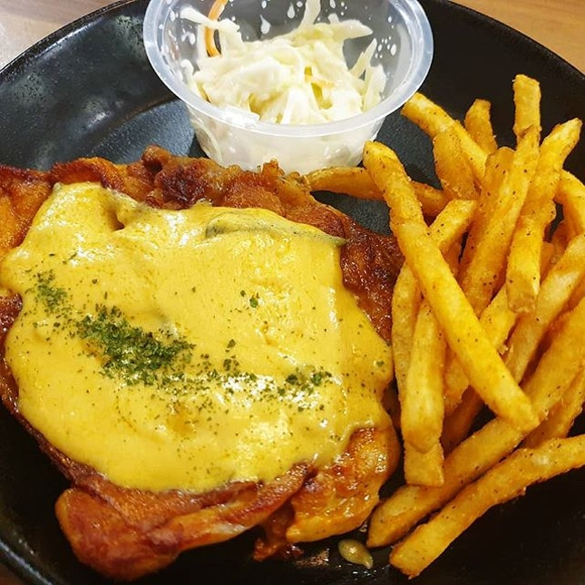 FOOD REVIEW  FISH & CHICKS Rating: 💋💋 (Good to Try)  Fish and Chips / Grilled Chicken  with Salted Egg Sauce $11.40 .