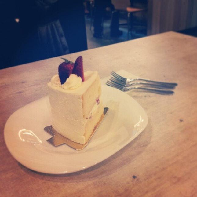 Cake with @eggtartsforsale & @lovingeveryshot!
