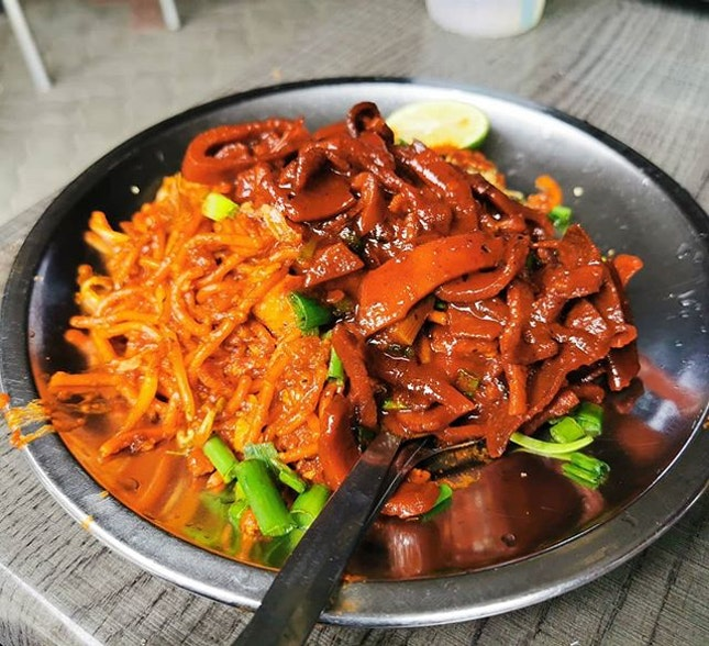 Hameed Mee Goreng Sotong at Esplanade Penang is epic, super delicious and really good.