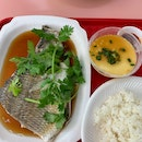 A complete meal with freshly steamed fish for only S$5!