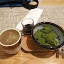 Hojicha Latte & Warabi Mochi (Green Tea Powder)