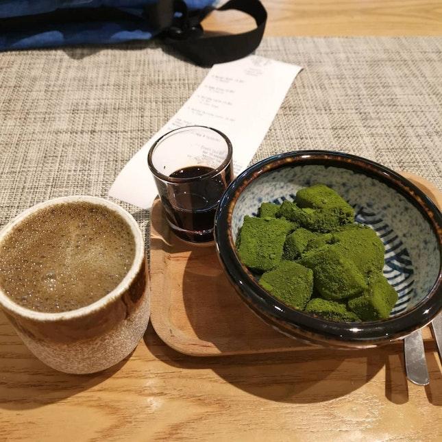 Hojicha Latte & Warabi Mochi (Green Tea Powder)