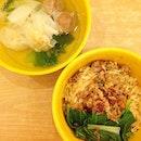 Eating like the locals :) #igsg #burpple #openrice #bandung #indonesia #foodgasm #foodporn #foodstagram #omyeats #onthetable #omyfoodie #noodles #esteler77 #jakarta