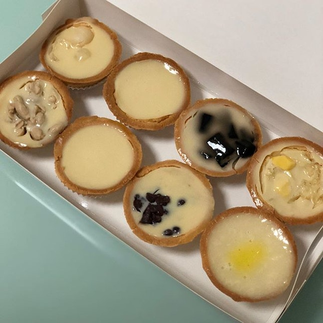 Le Café - Mixed Beancurd tart  Got this a while back but I remember I liked the original and grass jelly flavour one most.