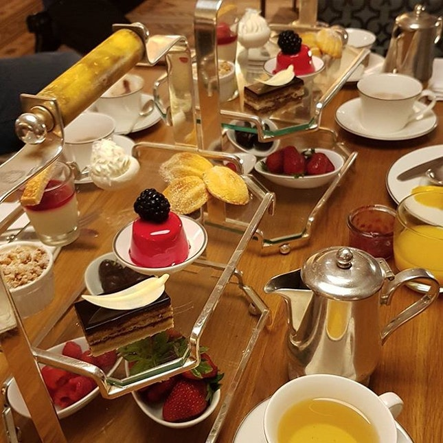 Hightea buffet to celebrate my only sister birthday in advance today.