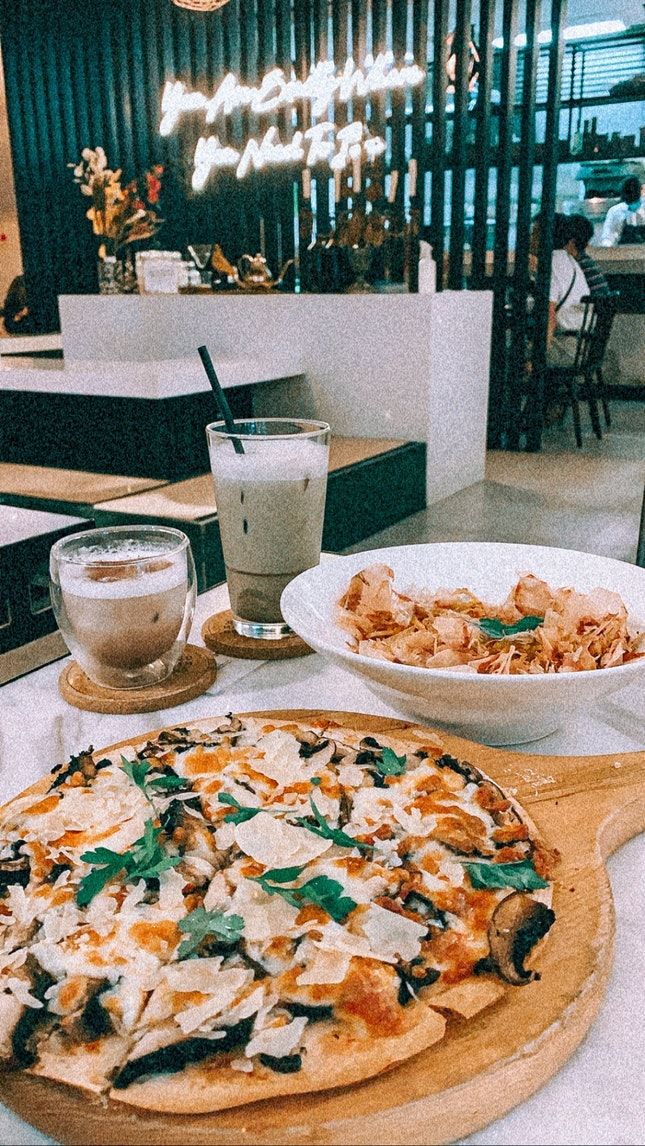 truffle portobello mushroom pizza ($26) & umami pasta ($23)