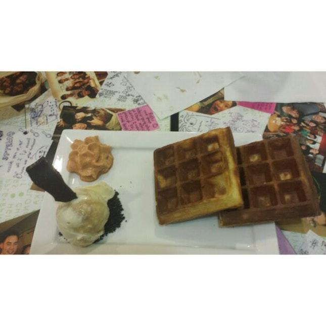 Salted caramel cheesecake ice cream waffle