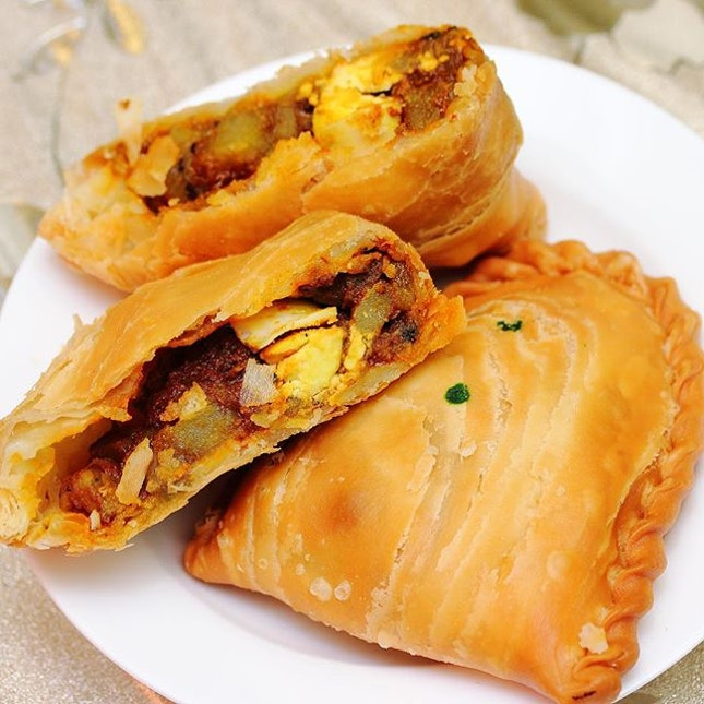 [Nyonya Curry Puff Cafe] - The deep fried Chicken Curry Puff ($1.30/pc) comes with a crispy and flaky pastry skin.