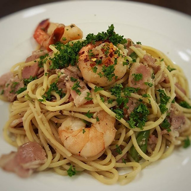 Aglio Olio Prawn Bacon  The Carving Board @ 252 Jurong East St 24  #singaporefood #sgfood #sgeats #instafood #instafoodsg #foodhunt #foodporn #foodsg #foodpornsg #dinner #exploresingaporeeats #exsgcafes #burpple #singaporeinsiders #eatbooksg #sgigfoodies #sgfoodies #foodshare
