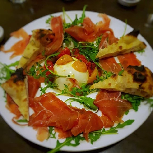 🍕Acqua e Farina @ Rail Mall 🍕 🍕 Burrata w Parma Ham Tagliatelle alla Boscaiola Pork Chop Pizza Acqua e Farina 🍕 🍕 #singaporefood #sgfood #sgeats #instafood #instafoodsg #sgfoodsg #sgfoodlover #sglocalfood #whattoeat #whattoeatinsg #foodsg #exploresingaporeeats #exsgcafes #burpple #burpplesg #exploresingapore #singaporeinsiders #sgigfoodies #sgfoodies #foodlist #pizza #tagliatelle #mushrooms #burrata #parmaham #porkchop