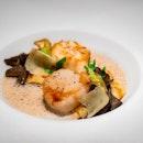 Hokkaido scallops, gratinated macaroni and celeriac 👉🏻Lobster ravioli flavored with tarragon, spring vegetables, delicate lobster bisque👉🏻Robuchon'a ever-famous potato purée - L'Atelier de Joël Robuchon, Bangkok (2017.03) #missneverfull_bangkok #missneverfull_robuchon