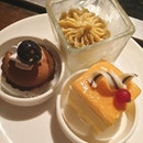 End the yummy steamboat dinner with some desserts!