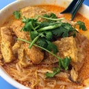 Curry Chicken Noodle with Fried Pork Skin.