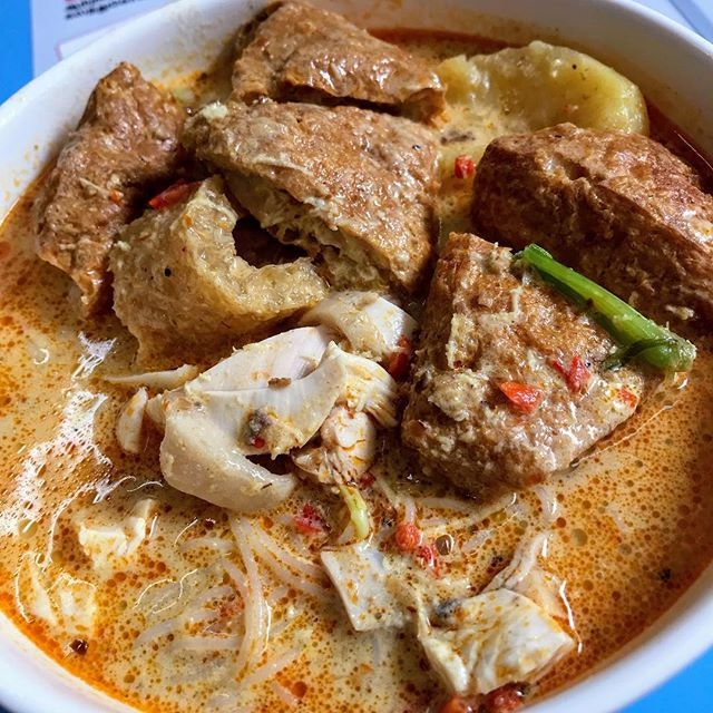 Da Po Hainanese Chicken Rice & Curry Chicken Noodle (Golden Mile Food Centre)