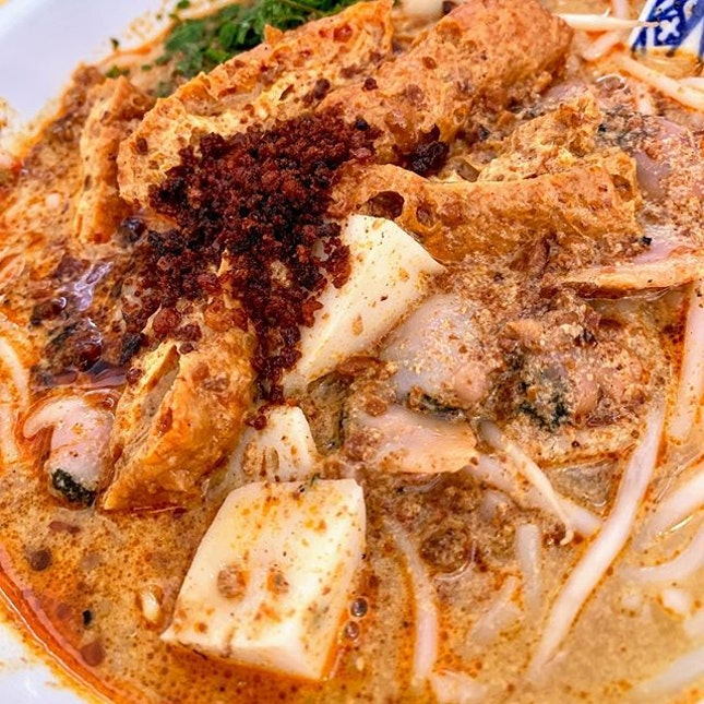 Another fav Laksa stall with xtra hum.