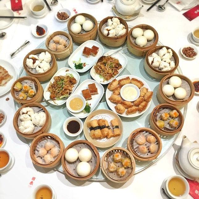 Our last dim sum lunch at The Cathay Restaurant before they close the shutters for good this coming Sunday...