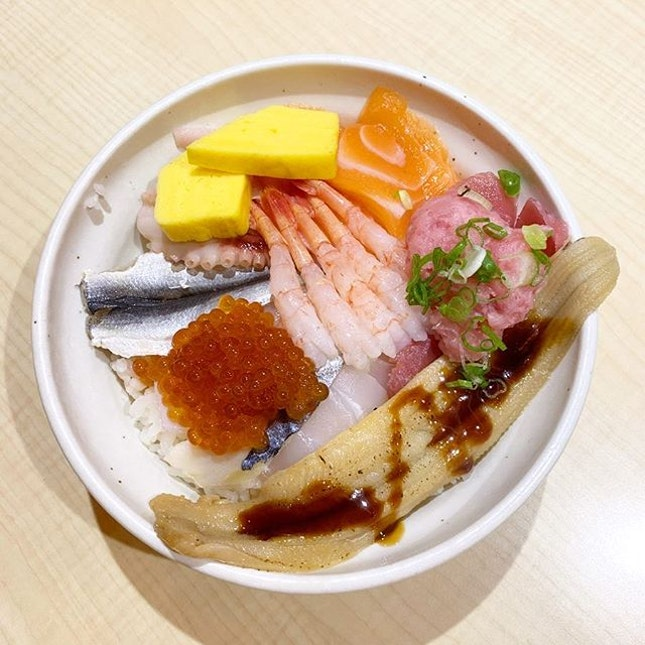 Nagekomi Donburi _ Rice bowl with Fisherman's recommendation,  overflows with Seasonal fish and seafood.