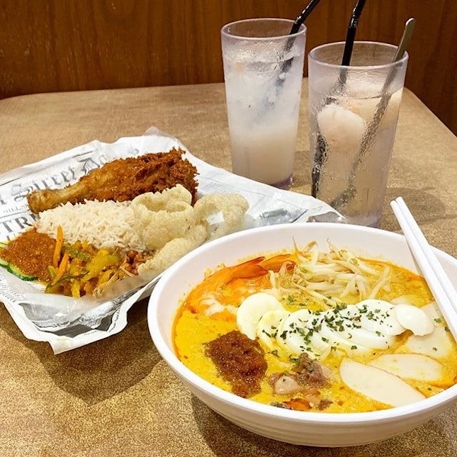 Local Speciality - Nasi Lemak & Traditional Laksa from @hillstreetcoffeeshop at Marine Cove.