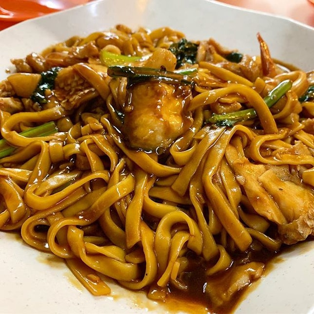 Late dinner, early supper with Hokkien Noodle with seafood.