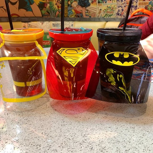 DC Superhero Cafe @dcshcafesg $9.90 set lunch _ P1: Iced Lemon & Iced Peach Tea (+$2.50) comes in a Super Hero cloak  _ P2: Sizzling Black Pepper Chicken served with Spaghetti.