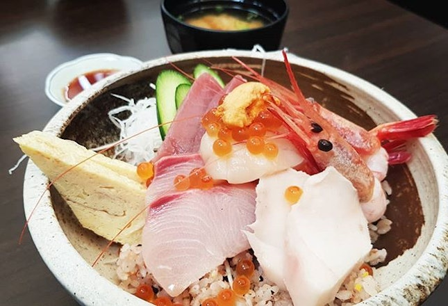 Jin Chirashi Don ($35++ before #entertainerapp)  Pros: Very plentiful, comes with salmon salad appetiser.