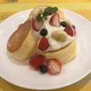 Souffle Pancakes With Fruit
