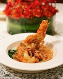 Lobster noodles at Man Fu Yuan @interconsin @manfuyuansg best enjoyed with their superb XO chili sauce.