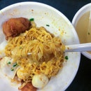 I'm not even a fan of fishball noodles but I find myself craving for this bowl of meepok from fishball story!