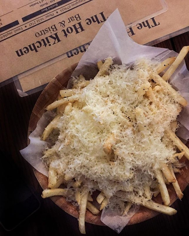 Truffle fries for the third day in a row because it's just downstairs and it's just $10 and it's a lot of cheeseeee and it's yummy.