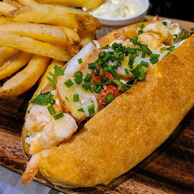 Lobster roll from @dgoodcafe - my kinda comfort food ALL DAY.