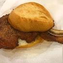 驰名招牌猪扒包 Signature pork chop bun 😋 .