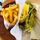 Burger pasta @ mos burger Teriyaki Chicken mushrooms sauce  意大利面鸡汉堡  Personally I still prefer their burger, because i like my pasta with more sauce 😅 我个人觉得还是去吃意大利面比较好,因为我个人比较喜欢多酱的意大利面😆 .