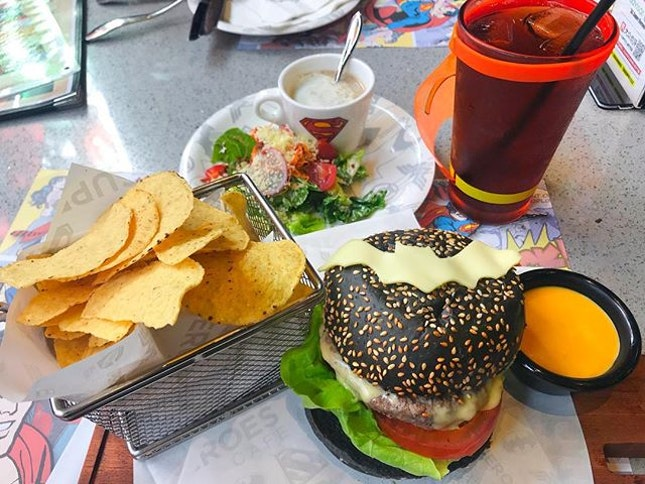 Hehe one of my favorite cafe 😆 Batman's Big City Beef Burger 😋Mushroom Soup with Caesar Salad and Iced Peach Tea 😊 Their food and drinks not just look nice, taste also very good 😄