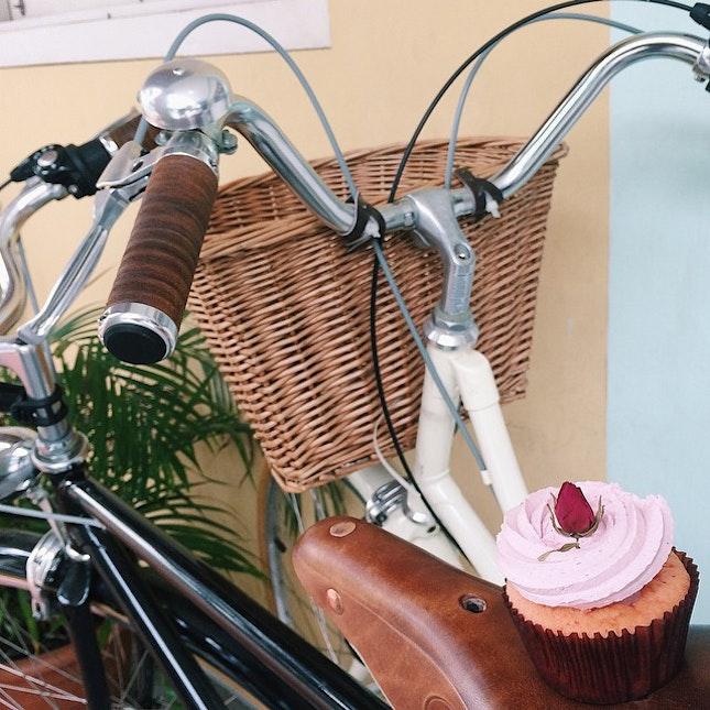 Ispahan cupcake from Fluff Bakery.